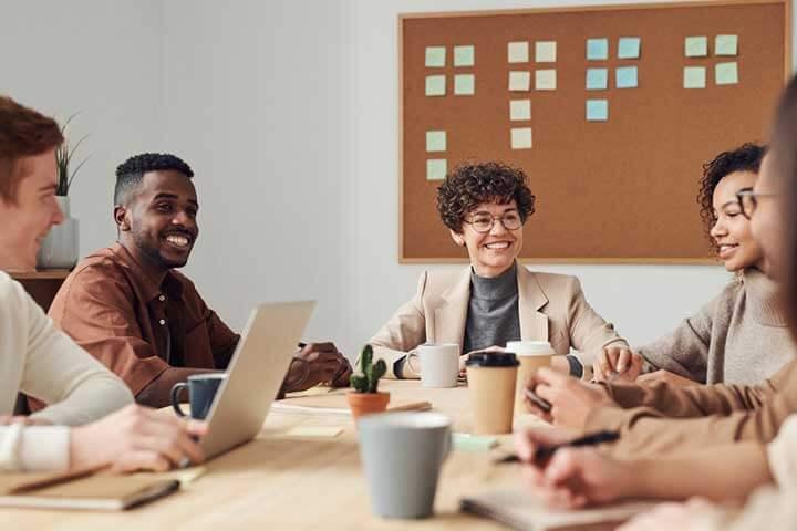 tech-startup-team-member-meeting
